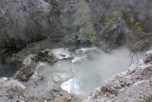 Loch mit heißem Schlamm