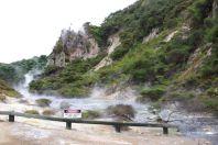 Abluss von Kratersee