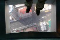 Im SkyTower Ausblick nach unten