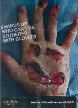Anzeige für Schutzkleidung beim Motorradfahren