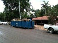 Stadt stellt Müllcontainer auf