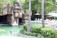 Höhle mit Wasserfall