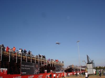 Überflug Qantas 747 vorm Start
