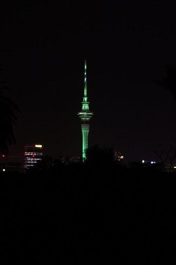Auckland Skytower bei Nacht