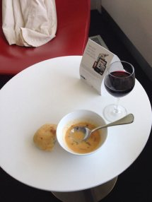 Thai Suppe in der Virgin Lounge