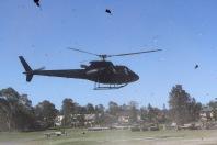 im Hubschrauber von