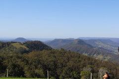 Im Hintergrund, der flache Berg ist Tamboring Mountain