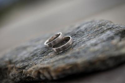 Ringe auf selbstgesuchten Stein