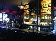 Hardy's Place, Pub um die Ecke