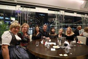 Unser Tisch mit neuen Leuten